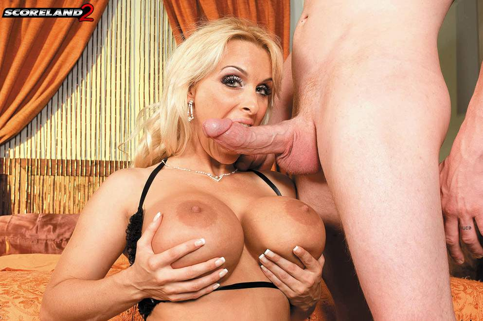 Hot Facial For Super Busty And Big Assed Milf Holly Halston In The Reality Videobox 1